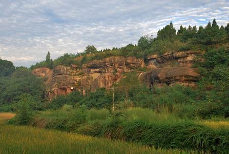 安岳石刻山体