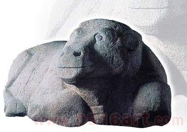 西汉石雕《卧牛》